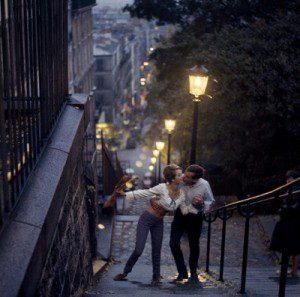 1-couple-kissing-on-montmarte-steps_132